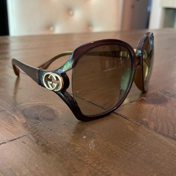Authentic gold Gucci Sunglasses w/ bag
